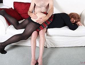 Travestie en bas et jupette ecossaise fessée la petite culotte sous les fesses et trou du cul offert